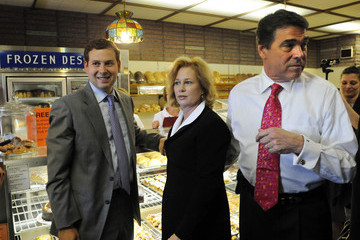 Griffin Perry Rick Perry Campaigns In New Hampshire