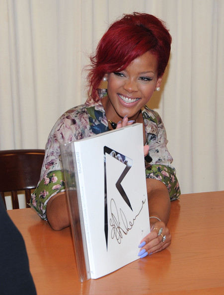 Rihanna Photos Photos Rihanna Signs Copies Of Rihanna
