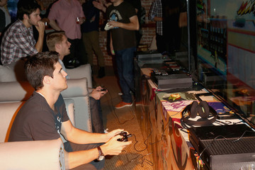 Robbie Amell VIP Gaming Event At The Microsoft Lounge
