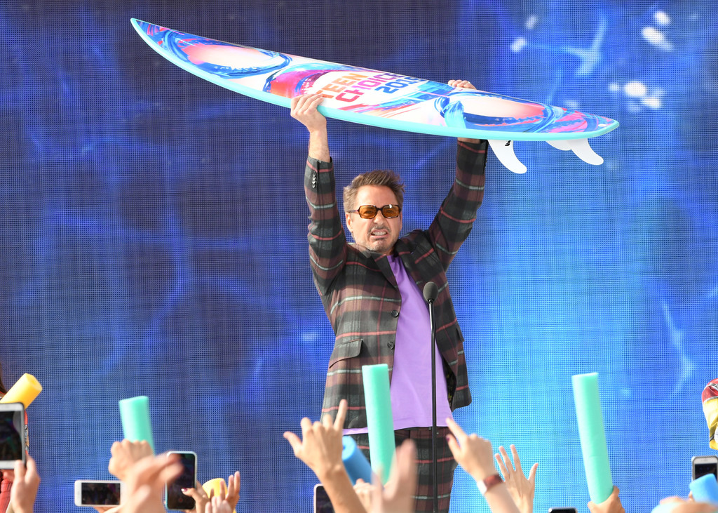 http://www1.pictures.zimbio.com/gi/Robert+Downey+Jr+FOX+Teen+Choice+Awards+2019+3_VeSgLe7hFx.jpg