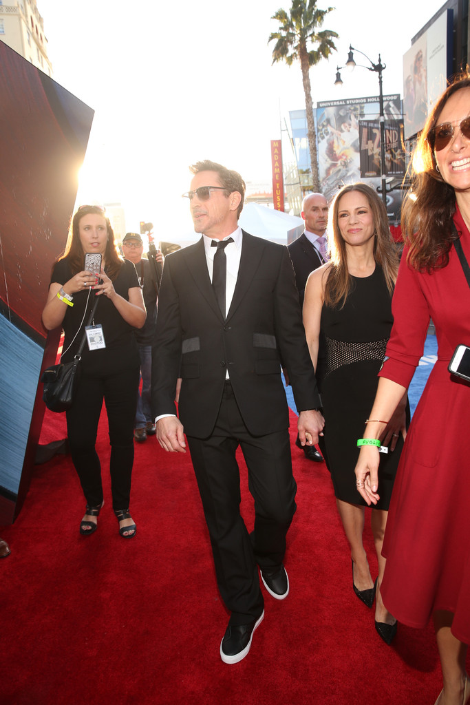 http://www1.pictures.zimbio.com/gi/Robert+Downey+Jr+World+Premiere+Marvel+Captain+7W2dS8m7Q9Vx.jpg