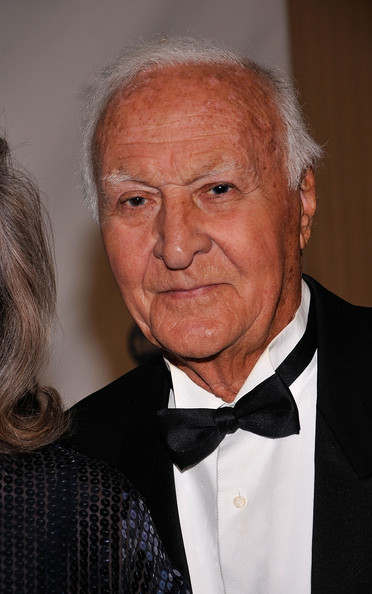 Robert Loggia Net Worth