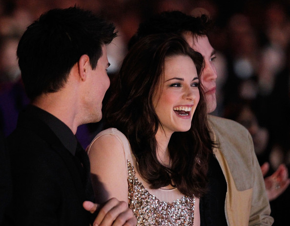 Robert Pattinson (L-R) Actors Taylor Lautner, Kristen Stewart and Robert Pattinson attend the 2011 People's Choice Awards at Nokia Theatre L.A. Live on January 5, 2011 in Los Angeles, California.