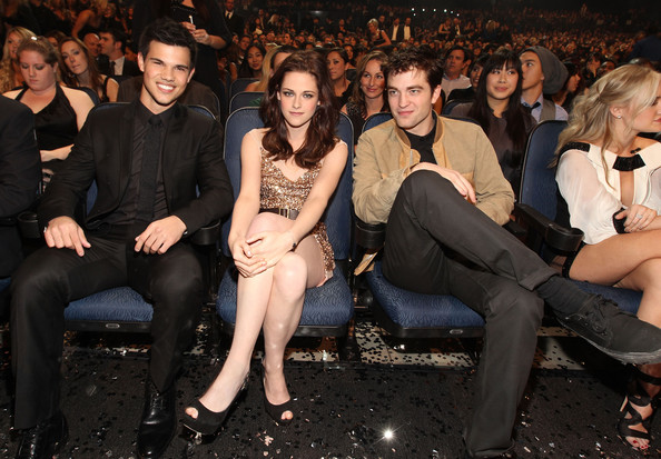 People's Choice Awards 2011 - Página 2 Robert+Pattinson+2011+People+Choice+Awards+hk4I6g5lgkYl