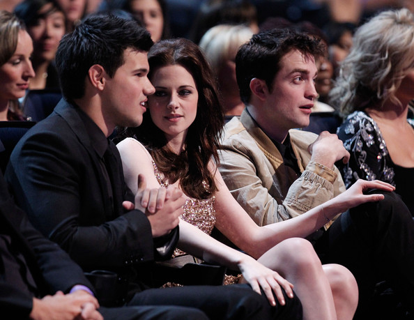 People's Choice Awards 2011 - Página 2 Robert+Pattinson+2011+People+Choice+Awards+nAzWAIDo077l