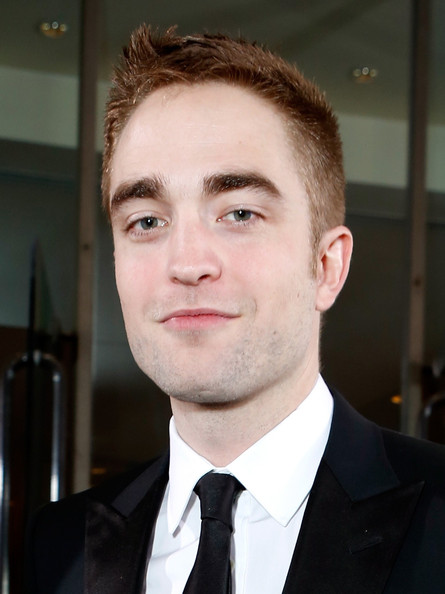 Robert Pattinson - smartwater At The Golden Globes Red Carpet