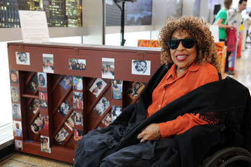Roberta Flack 6th Annual Sing For Hope Pianos Kickoff Event At 28 Liberty Plaza