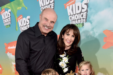 Robin Mcgraw Nickelodeon's 2016 Kids' Choice Awards - Red Carpet