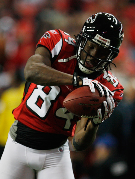 Roddy White Roddy White #84 of the Atlanta Falcons catches a pass ...