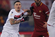 Fabio Pisacane of Cagliari Calcio competes for the ball with Daniele De Rossi of AS Roma during the Serie A match between AS Roma and Cagliari Calcio at Stadio Olimpico on December 16, 2017 in Rome, Italy.