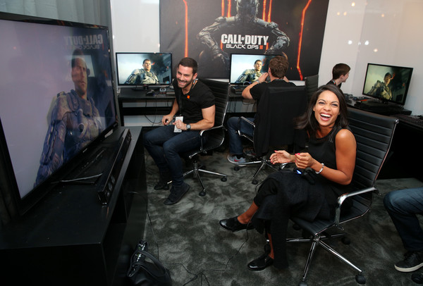 Rosario dawson visits activision 39 s 39 call of duty black - Call center rosario ...