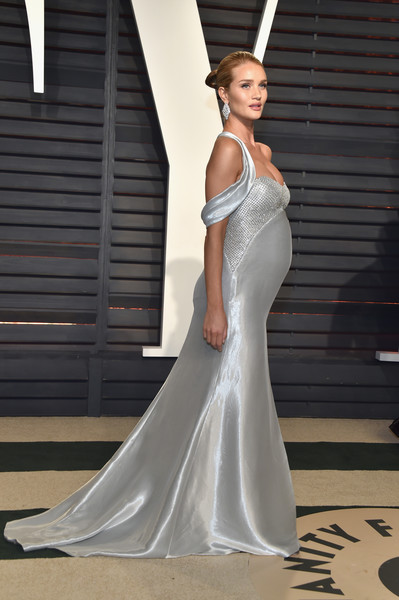 2017 Vanity Fair Oscar Party Hosted By Graydon Carter - Arrivals [oscar party,vanity fair,wedding dress,gown,bridal clothing,dress,fashion model,beauty,shoulder,girl,photo shoot,bridal party dress,beverly hills,california,wallis annenberg center for the performing arts,rosie huntington-whiteley,graydon carter - arrivals,graydon carter]