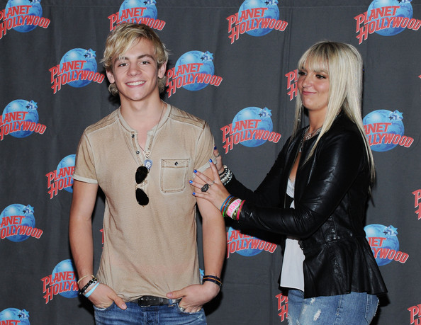 Who Is R5 Dating