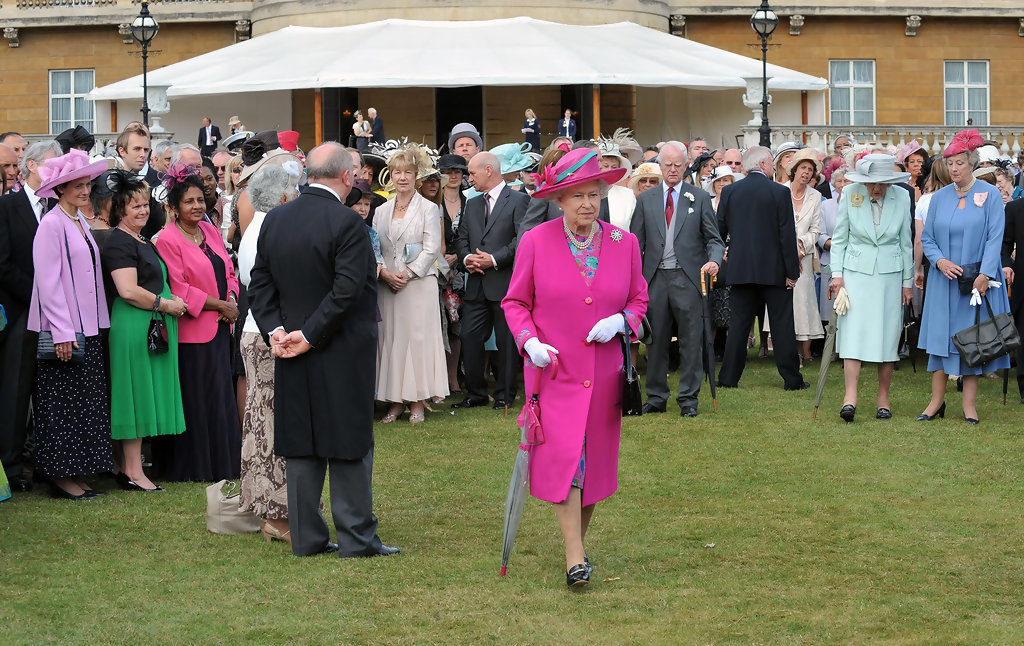 Queen Elizabeth Ii Photos Photos Royal Garden Party Zimbio
