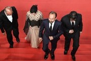 """(FromL) Iranian actor Babak Karimi, Iranian actress Taraneh Alidoosti, Iranian director Asghar Farhadi and Iranian actor Shahab Hosseini arrive on May 21, 2016 for the screening of the film """"The Salesman (Forushande)"""" at the 69th Cannes Film Festival in Cannes, southern France.  / AFP / François Xavier MARIT"""