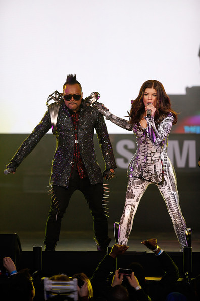 Singers Apl.de.Ap and Fergie of the Black Eyed Peas perform live at the Samsung Times Square Concert with THE BLACK EYED PEAS at Times Square on March 10, 2010 in New York City.