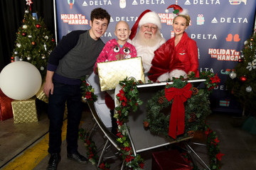 Santa Delta Air Lines Hosts Sixth Annual Holiday Flight to the North Pole for 150 Kids From Children's Hospital Los Angeles and P.S. ARTS at LAX