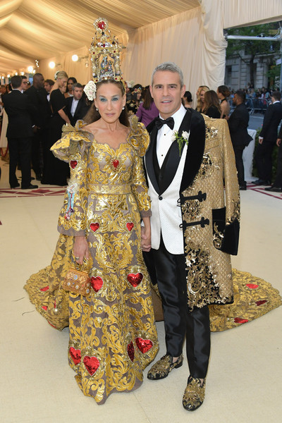 Heavenly Bodies: Fashion & The Catholic Imagination Costume Institute Gala - Arrivals [heavenly bodies: fashion the catholic imagination costume institute gala - arrivals,fashion,flooring,tradition,carpet,haute couture,costume,ceremony,girl,fashion design,new york city,metropolitan museum of art,sarah jessica parker,andy cohen]