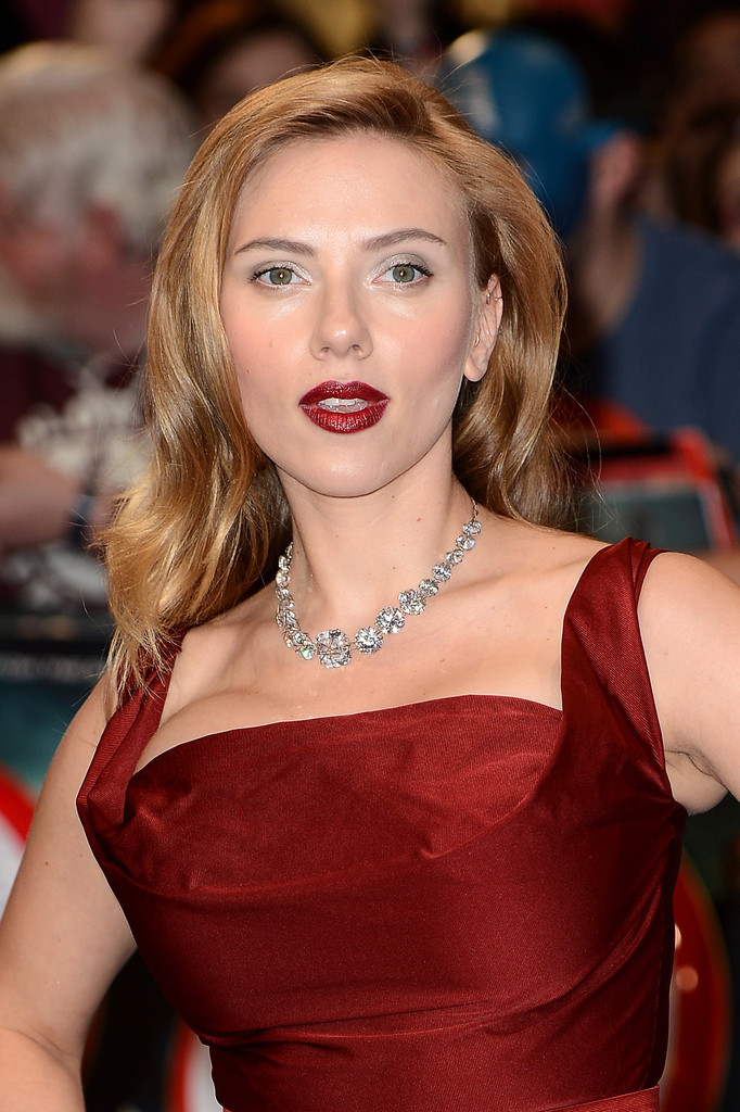 Scarlett Johansson Matches Her Lipstick To Her Dress In The Best Possible Way
