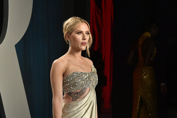 Scarlett Johansson 2020 Vanity Fair Oscar Party Hosted By Radhika Jones - Arrivals