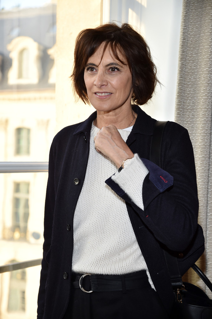 ines de la fressange photos photos schiaparelli front row paris fashion week haute. Black Bedroom Furniture Sets. Home Design Ideas