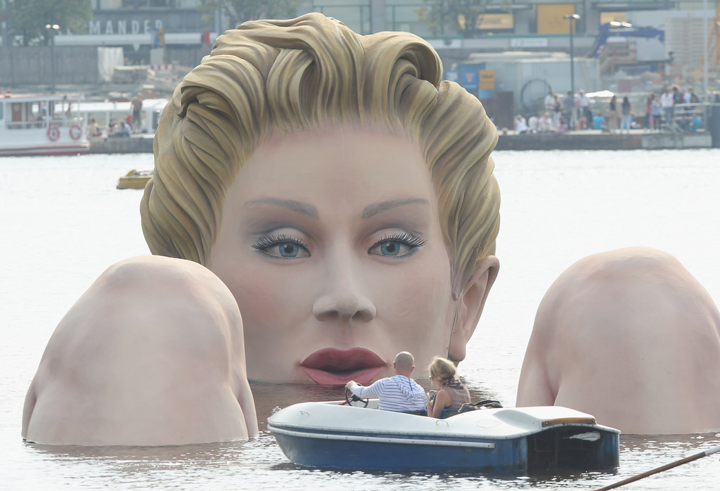 Sculpture Of Giant Bather Presented In Hamburg Zimbio
