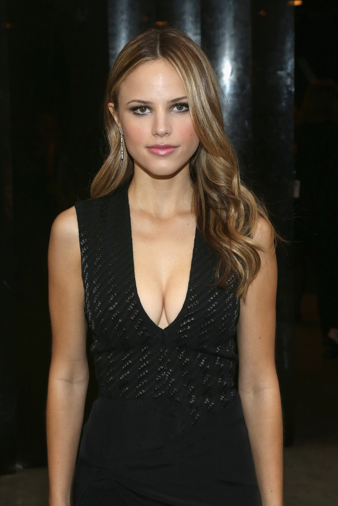 Halston Sage Nude Photos 60