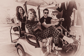 Selena Gomez Taylor Swift An Alternative View of the 2015 MTV Video Music Awards