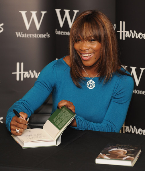 Venus & Serena Williams - 2 - Page 3 Serena+Williams+Book+Signing+97e7qguoOIol