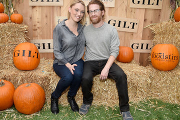 Seth Green GILT & Foodstirs Celebrate Exclusive Cupcake Kit With Sarah Michelle Gellar