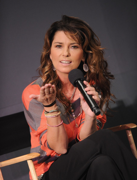 Shania%20Twain%20Singer%20Shania%20Twain%20visits%20the%20Apple%20Store%20Soho%20on%20May%205,%202011%20in%20New%20York%20City.