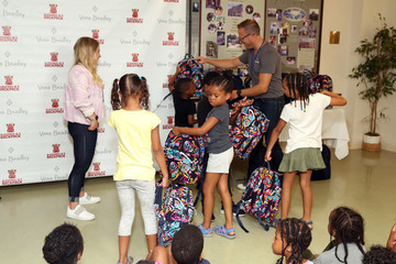 Shawn Johnson Vera Bradley Partners With Blessings In A Backpack To Kick-Off Back-To-School Philanthropy Tour With Shawn Johnson