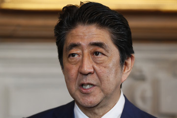 Shinzo Abe Japanese Prime Minister Shinzo Abe Works With Theresa May At Chequers