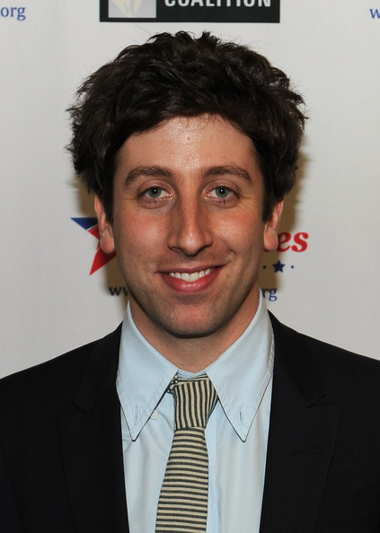 The 37-year old son of father Sandy Helberg and mother Harriet Birnbaum, 170 cm tall Simon Helberg in 2018 photo