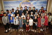 "(L-R top row) Producer Toby Ascher, Director Jeff Fowler, Jim Carrey, James Marsden and Ben Schwartz  pose with children during the ""Sonic The Hedgehog"" Parent Blogger / Influencer Conference featuring James Marsden, Ben Schwartz & Jim Carrey with host Heather Brooker at the Four Seasons Los Angeles at Beverly Hills on January 24, 2020 in Los Angeles, California."