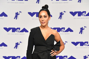Sophie Kasaei 2017 MTV Video Music Awards - Arrivals