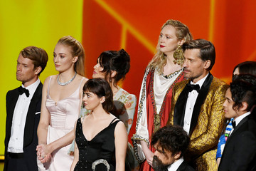 Sophie Turner Maisie Williams 71st Emmy Awards - Social Ready Content