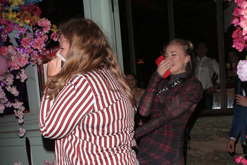Sophie Turner Sophie Turner Dines With Friends At Sexy Fish In London