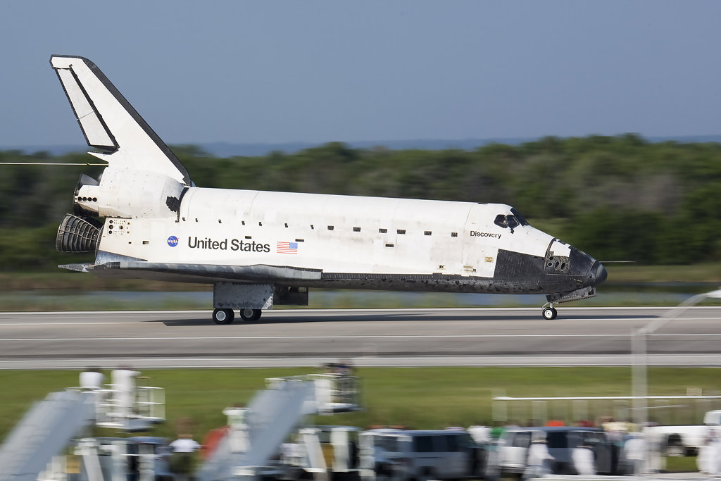 Space Shuttle Landing Space Shuttle Discovery Lands