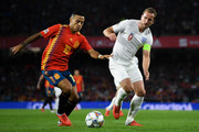 Harry Kane of England battle for the ball with Thiago Alcantara of Spain during the UEFA Nations League A group four match between Spain and England at Estadio Benito Villamarin on October 15, 2018 in Seville, Spain.