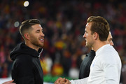 Harry Kane of England and Sergio Ramos of Spain shake hands prior to the UEFA Nations League A Group Four match between Spain and England at Estadio Benito Villamarin on October 15, 2018 in Seville, Spain.