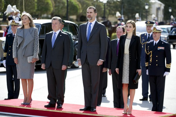 (R-L) Queen Letizia of Spain and King Felipe VI of Spain receive the President of Colombia Juan Manuel Santos and Maria Clemencia Rodriguez de Santos at El Pardo Royal Palace on March 1, 2015 in Madrid, Spain.