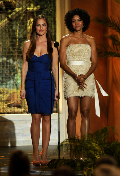 "Actresses Minka Kelly (L) and Annie Ilonzeh present the Rookie of the Year award onstage during Spike TV's 5th annual 2011 ""Guys Choice"" Awards at Sony Pictures Studios on June 4, 2011 in Culver City, California."