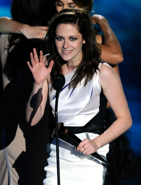 Actress Kristen Stewart accepts the award for Best Fantasy Movie onstage during Spike TV's