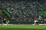 Danny Welbeck of Arsenal FC scores the opening goal during the UEFA Europa League Group E match between Sporting CP and Arsenal at Estadio Jose Alvalade on October 25, 2018 in Lisbon, Portugal.