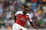 Danny Welbeck of Arsenal FC runs with the ball during the UEFA Europa League Group E match between Sporting CP and Arsenal at Estadio Jose Alvalade on October 25, 2018 in Lisbon, Portugal.