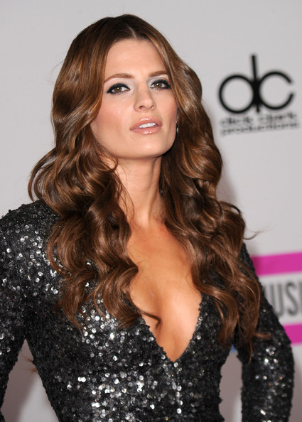 Stana+Katic+2010+American+Music+Awards+Arrivals+odnNuAnFwgDl.jpg