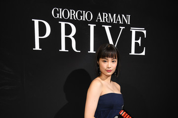 Suzu Hirose Giorgio Armani Prive : Front Row - Paris Fashion Week - Haute Couture Fall/Winter 2017-2018