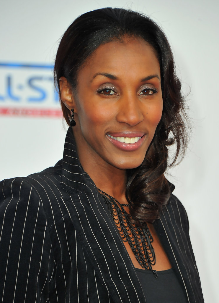lisa leslie The sparks background: basketball superstar hailed from gardena, california lisa leslie is best recognized as the center player of the los angeles spark and has helped the team capture two consecutive wnba championships in 2001 and 2002.