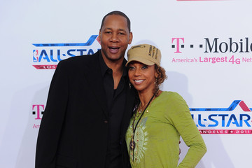Mark Curry T-Mobile Magenta Carpet At The NBA All-Star Game - Arrivals
